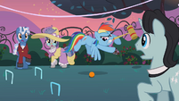 Rainbow Dash playing croquet S2E09
