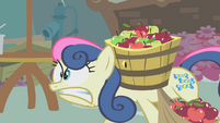 Sweetie Drops carregando maçãs T1E12