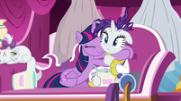 Twilight Sparkle hugging Rarity S7E19