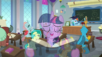 Twilight singing overtop Rainbow's lesson S8E1
