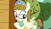 Zipporwhill pointing at her cutie mark S7E6