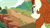 Applejack leaving Autumn Blaze's home S8E23