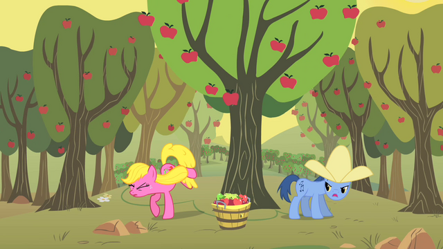 Файл:Noteworthy and Cherry Berry apple bucking S01E21.png