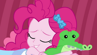 Pinkie Pie falls asleep with Gummy plushie EGDS3
