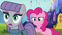 Pinkie Pie shoves Maud toward Starlight S7E4