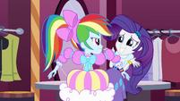 Rainbow Dash looks angrily at Rarity EG
