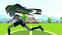 Rainbow Dash sprinting down the field SS4