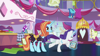 Rarity gallops out of Canterlot Carousel S7E6