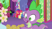 Spike picking up a muffin S7E1