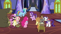 Starlight and friends gathered in the foyer S6E21