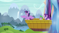 Twilight catches snowflake on her wing S6E1