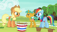 Applejack --clear who the other two players should be-- S6E18