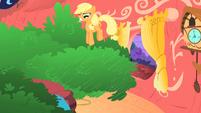 Applejack bouncing on the tree S1E08