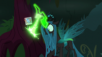 Chrysalis carving Rainbow Dash's cutie mark S8E13