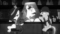 Detective Rainbow questions Server Pony S9E4