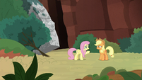 Fluttershy forgiving Applejack S8E23