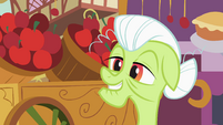 Granny Smith in front of an apple stand S2E06