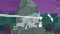 Mistmane's flower emitting a beam of light S7E25