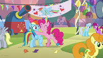Pinkie Pie hugging Rainbow Dash S7E23