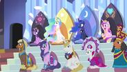 S04E24 Władcy Equestrii w loży dla VIP-ów