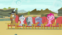 Pie family members plugging their ears S7E4