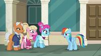 Rainbow Dash --I don't get fabric-- S6E9