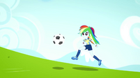 Rainbow Dash running toward the goal SS4