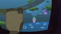 Spike apologizes to Owlowiscious S01E24