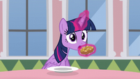 Twilight stops herself from eating donut S5E12