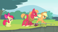 Applejack running S4E20