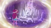 Gloriosa Daisy approaching the geodes EG4