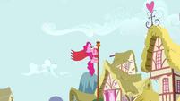Pinkie Pie Climbing The Pole S02E18