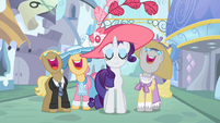 Ponies singing around Rarity S2E9