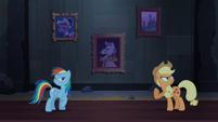 Rainbow e Applejack discutindo T4E03
