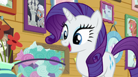 Rarity looking at CMCs' bowl of mints S7E6