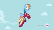 S04E23 Rainbow Dash w sukni