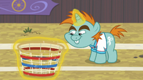 Snips levitating a buckball basket S9E6