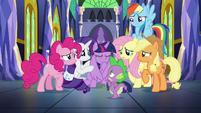 Twilight's friends gather around her S9E26