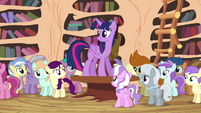 Twilight addressing foals in the library S4E15