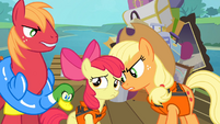 Big McIntosh and Applejack angry at Apple Bloom S4E09