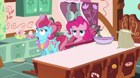 Mrs. Cake stunned; Pinkie Pie annoyed S9E13