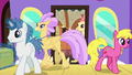 Ponies and Hippogriffs getting off the train S8E6.png
