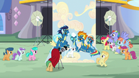 Rainbow's parents and CMCs appear at the photo shoot S7E7