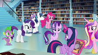 Rarity points at Twilight S6E2