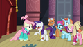 Rarity talking to her runway model S8E4.png