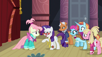 Rarity talking to her runway model S8E4