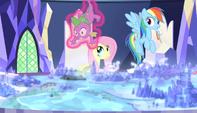 Twilight levitates Spike off the map S5E1
