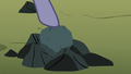 Limestone Pie pointing at the rock S8E3.png