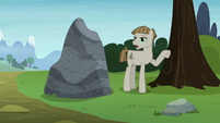 Mudbriar appears before Pinkie and Maud S8E3