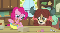 Pinkie Pie beats batter at high-speed S9E7